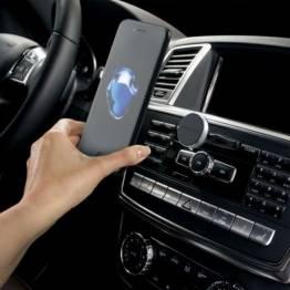 Satechi Universal Mobile holder (magnet)-montert i åpningen til bilen CD-spiller!
