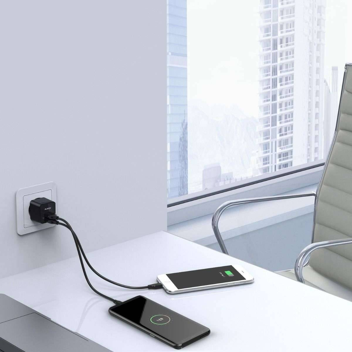 Aukey Dual USB lader 2x USB lader (opptil 12W) Mackabler